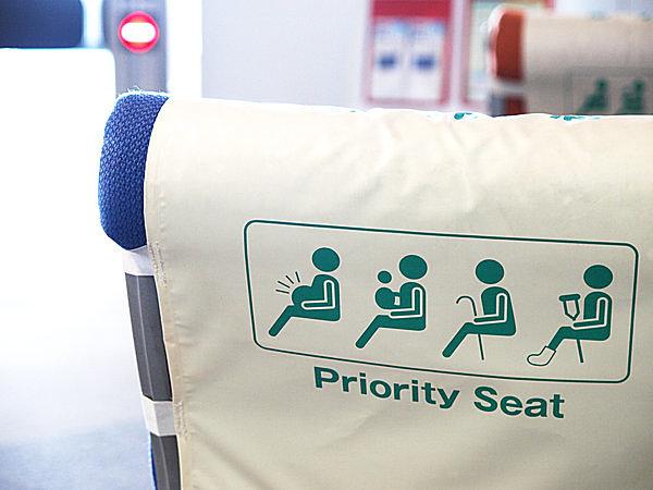 公共交通機関の「優先席」も「敬老の日」から生まれた