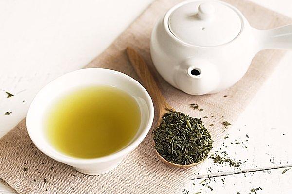 目覚めの一杯に緑茶を