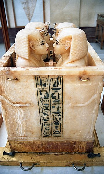これがカノープス(カノポス)壺。何を入れたのかは調べてみてください