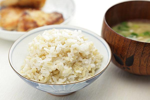 まずは白米を半分もち麦に置き換えてみよう