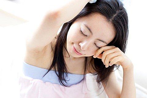 「春眠暁を覚えず」は本当? 季節や生活リズムと睡眠との関係性とは?