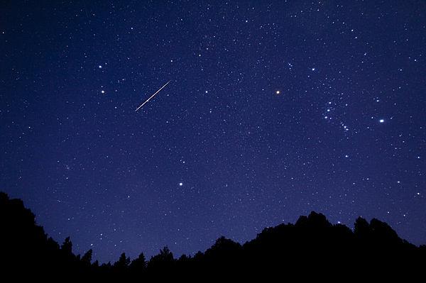 流れ星の夜空