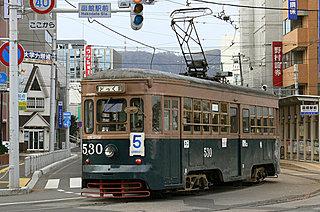 レトロな市電、500形が現役で走る!! 桜咲く函館へ最古の市電に会いに行こう。