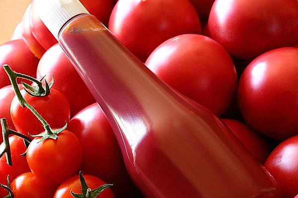 生のトマトを使う? ケチャップを使う?