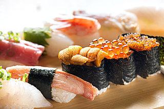北海道の回転寿司、ネタが大きすぎ!! 新鮮、安い、うまい、大きい。観光客にも大人気。