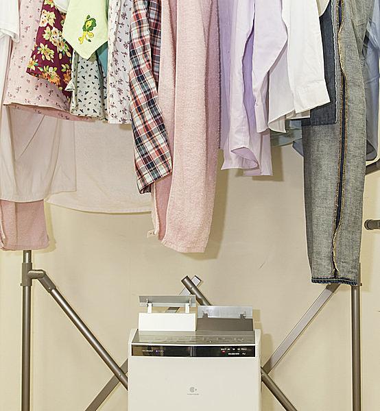 衣類乾燥除湿機で乾燥中