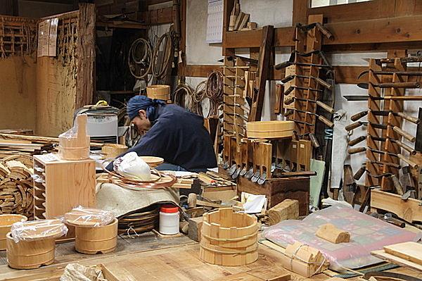 ウィーン万国博覧会では、職人が作り出す工芸品で世界に日本をアピール