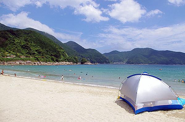 白い砂浜と青い海にうっとり!(新鹿海水浴場・三重県熊野市)