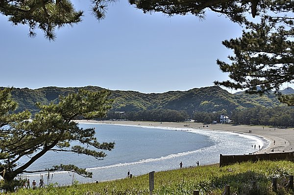 弓なりになった美しい海岸(弓ヶ浜海水浴場・静岡県賀茂郡)