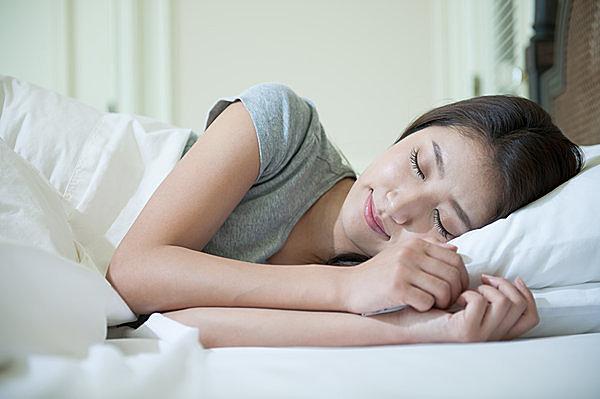 寝苦しい熱帯夜。良質な睡眠をとるカギは「体温管理」にあり!