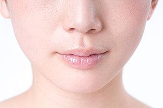 鼻のテカリを抑えるスキンケアとメイク術