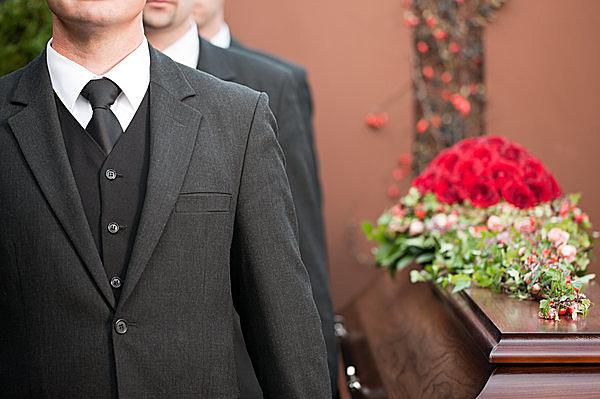 急な訃報、お葬式に参列する時に気をつけたいマナー