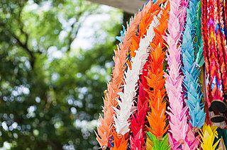 8月6日「平和記念日」~祈りの折鶴、愛と平和の芸術