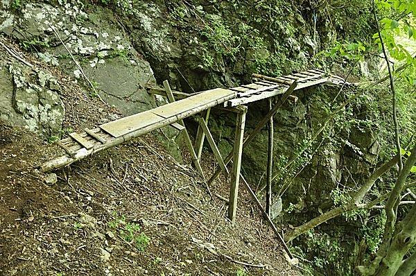 登山靴必須!滝までの行程の苛酷さでも知られる「早戸大滝」〈画像はイメージです〉