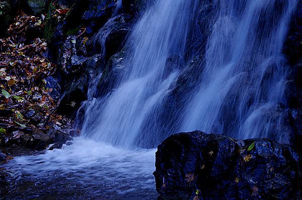 埼玉県唯一「滝百選」に選出された「丸神の滝」