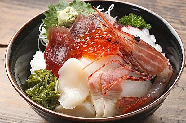 こんな感じの海鮮丼が食べられるかも?(画像はイメージ)