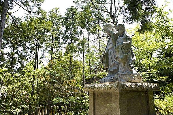 おのころ島神社のイザナギ・イザナミ像