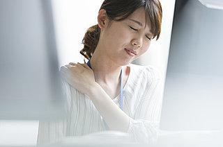 寒い季節の肩こりは、肩・首・胸まわりの簡単ストレッチで予防・解消を!