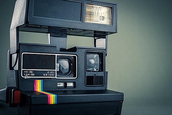 思い出の一枚を残してくれるカメラ。写真撮影にアスファルトが使われていたって知ってましたか?