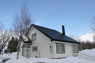 「玄関フード」って何だ? 北海道の玄関を雪や寒さから守るガラスの小部屋