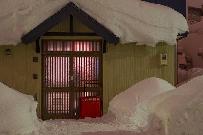 玄関フードがないと、玄関が凍って開かないことも…