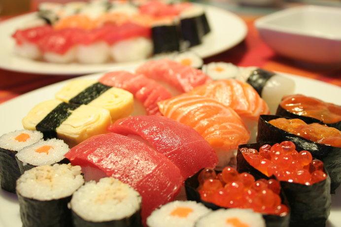 北海道の大みそかは、握り寿司とおせち!?31日の寿司店は大混雑