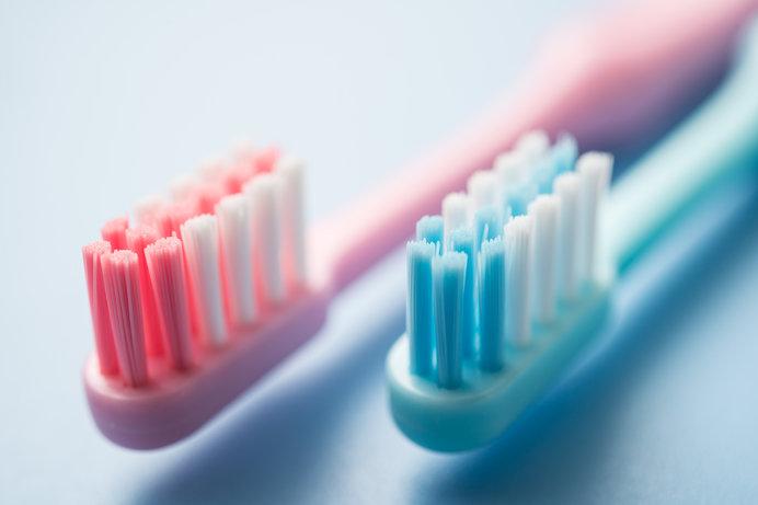 歯ブラシは1カ月に1回交換しましょう。忘れてしまう人は毎月8日の「歯ブラシ交換の日」がおススメです