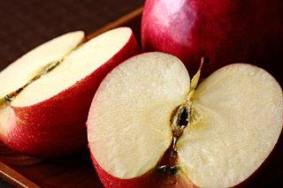 リンゴのおいしい季節です。栄養価も高いリンゴを食べて元気に年末を過ごしましょう
