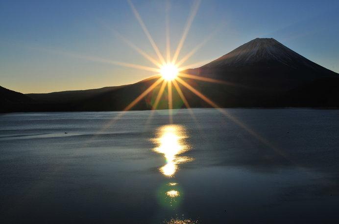 千円札の富士山も、実は本栖湖岸から臨んだ景観なのだそう