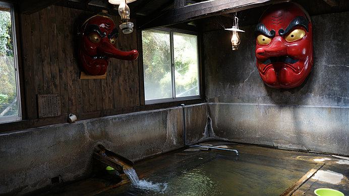 天狗に睨まれながら入る温泉……忘れられない思い出に!