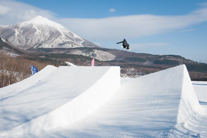 鬼塚 雅選手の国内練習場として注目を集めた「星野リゾート 猫魔スキー場」の専用パーク