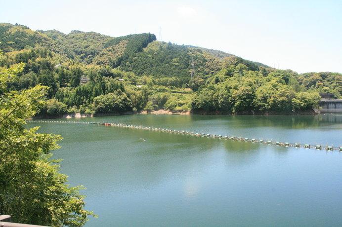 土佐山温泉は名水「鏡川」の源流域にあります ※画像は「鏡ダム」