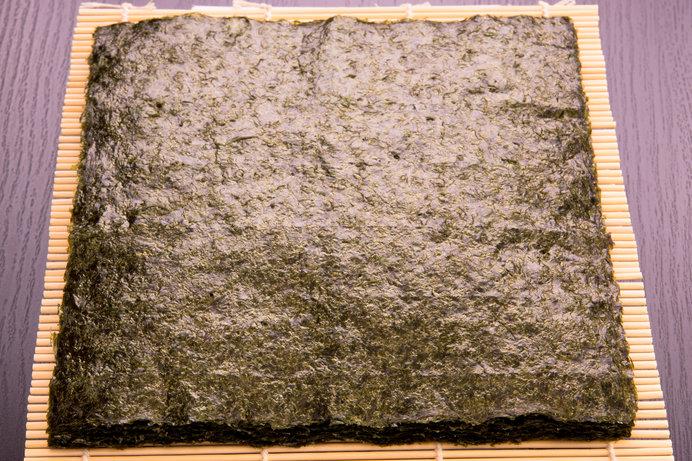全型サイズの板海苔は縦21㎝×横19㎝、重さは3g!