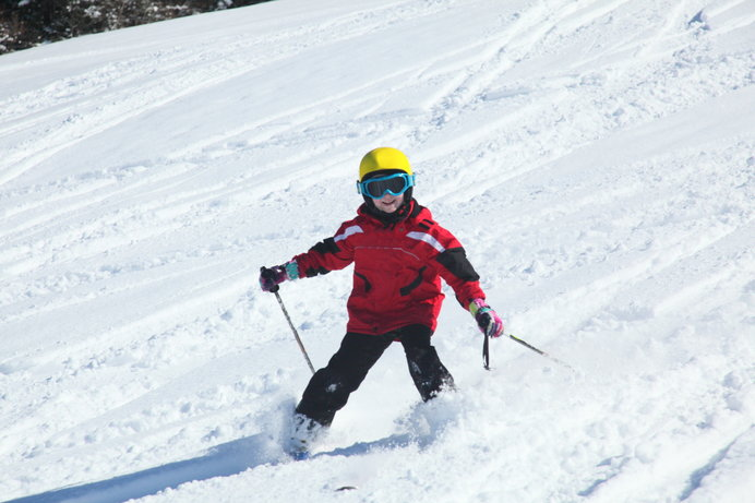〈白銀台スキー場〉ナウマン象の化石発見の町にある家族向けスキー場