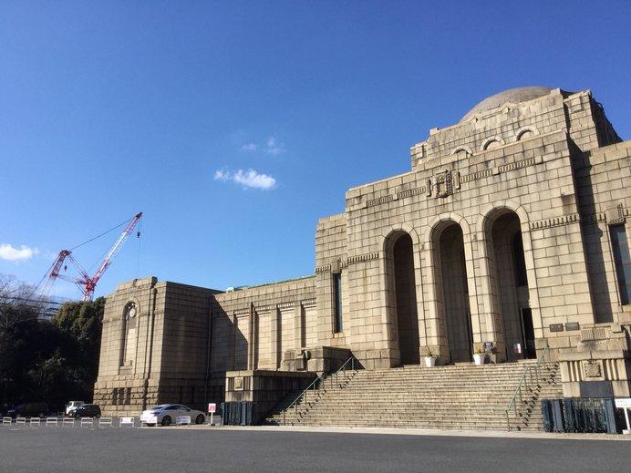 聖徳記念絵画館 隣には新しい国立競技場の建設が進行中