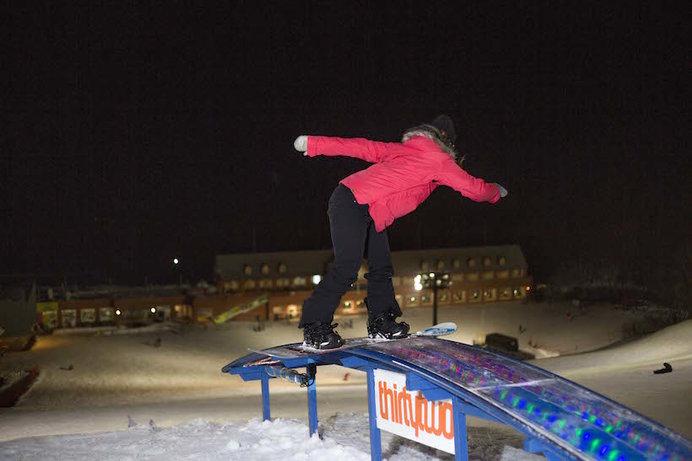 「ノルン水上スキー場」の代名詞ともいえる、光るレインボーボックス