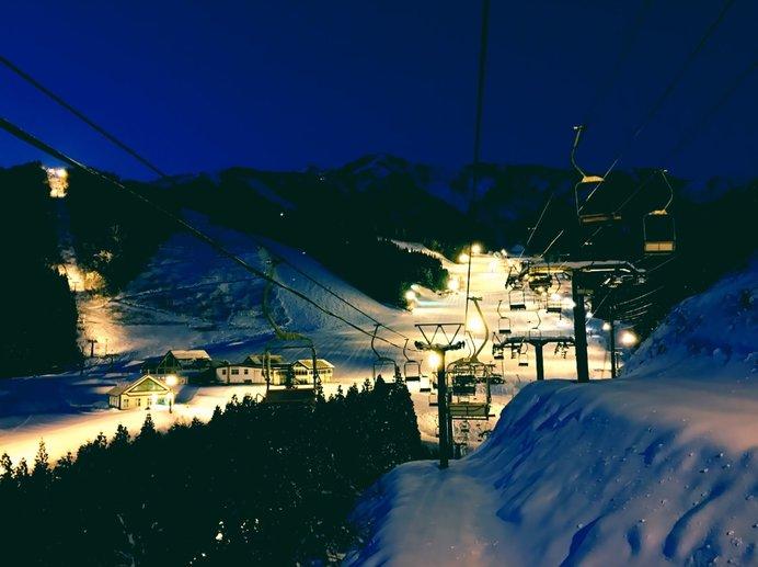 バブル時代を彷彿とさせる、朝4時までナイター営業の「神立高原スキー場」