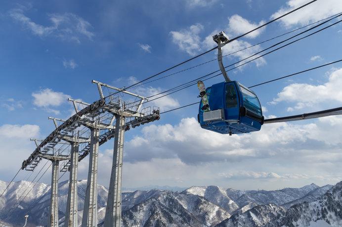 冬に比べて寒さが和らぐ春スキーは、子どものゲレンデデビューにもぴったり!