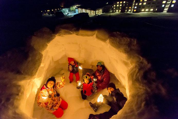 夜のゲレンデを探検するスリル感で人気のタングラムスキーサーカス「夜の探偵団」