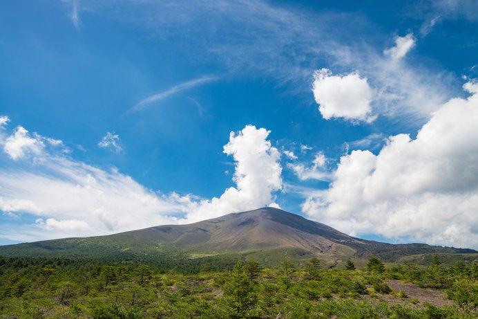 軽井沢高原からのぞむ浅間山(写真はイメージです)