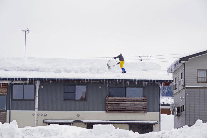 屋根の雪下ろし、気をつけて。