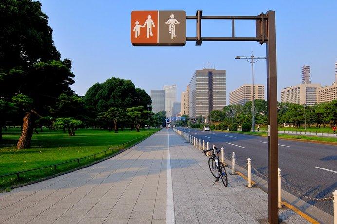 道路標識のルールに沿って歩きましょう