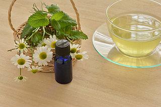 まだまだ続く花粉の季節に!つらい症状に役立てたい「ハーブティー・アロマオイル・食べもの」