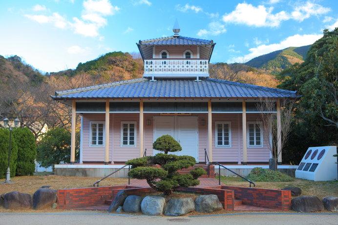 三聖人の業績、松崎の歴史などを紹介する「三聖会堂」