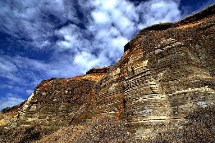 波の力で削られた絶壁、「東洋のドーバー」とも呼ばれる屛風ヶ浦