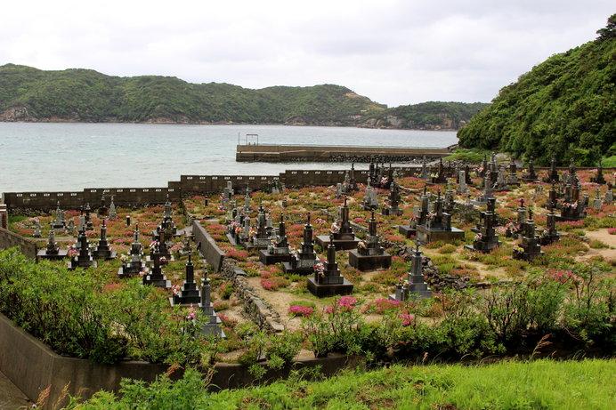 五島列島 頭ヶ島協会のうみに面したお墓