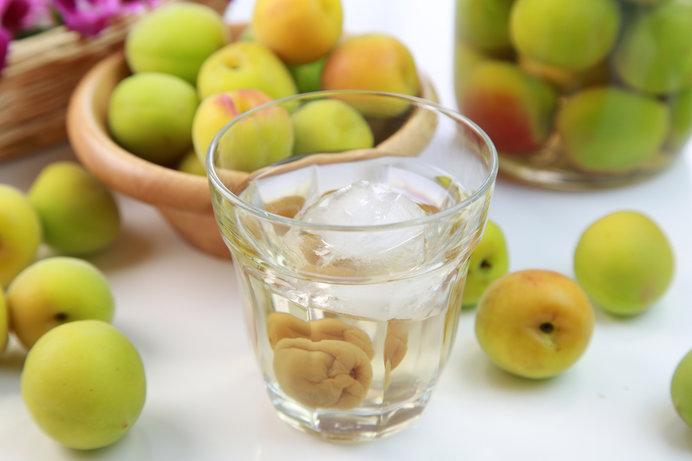 いきなり梅干しはハードルが高い……という方には、簡単で美味しい手作り梅酒がおススメ!