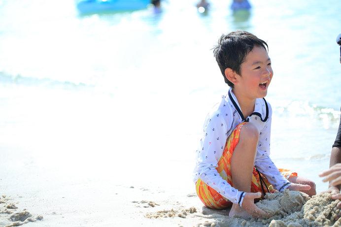 海やプールでは、ラッシュガードで日焼けを予防