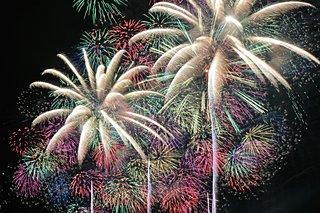 秋田・茨城・新潟の花火大会で芸術的花火に酔いしれる〈レジャー特集|2018〉