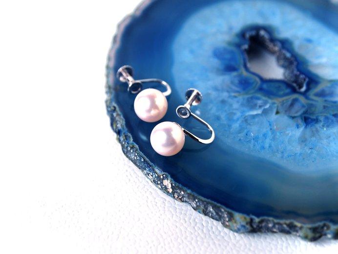 小さな一粒ですが、この耳飾りの真珠がなければ、これほど人々に愛されなかったかもしれませんね